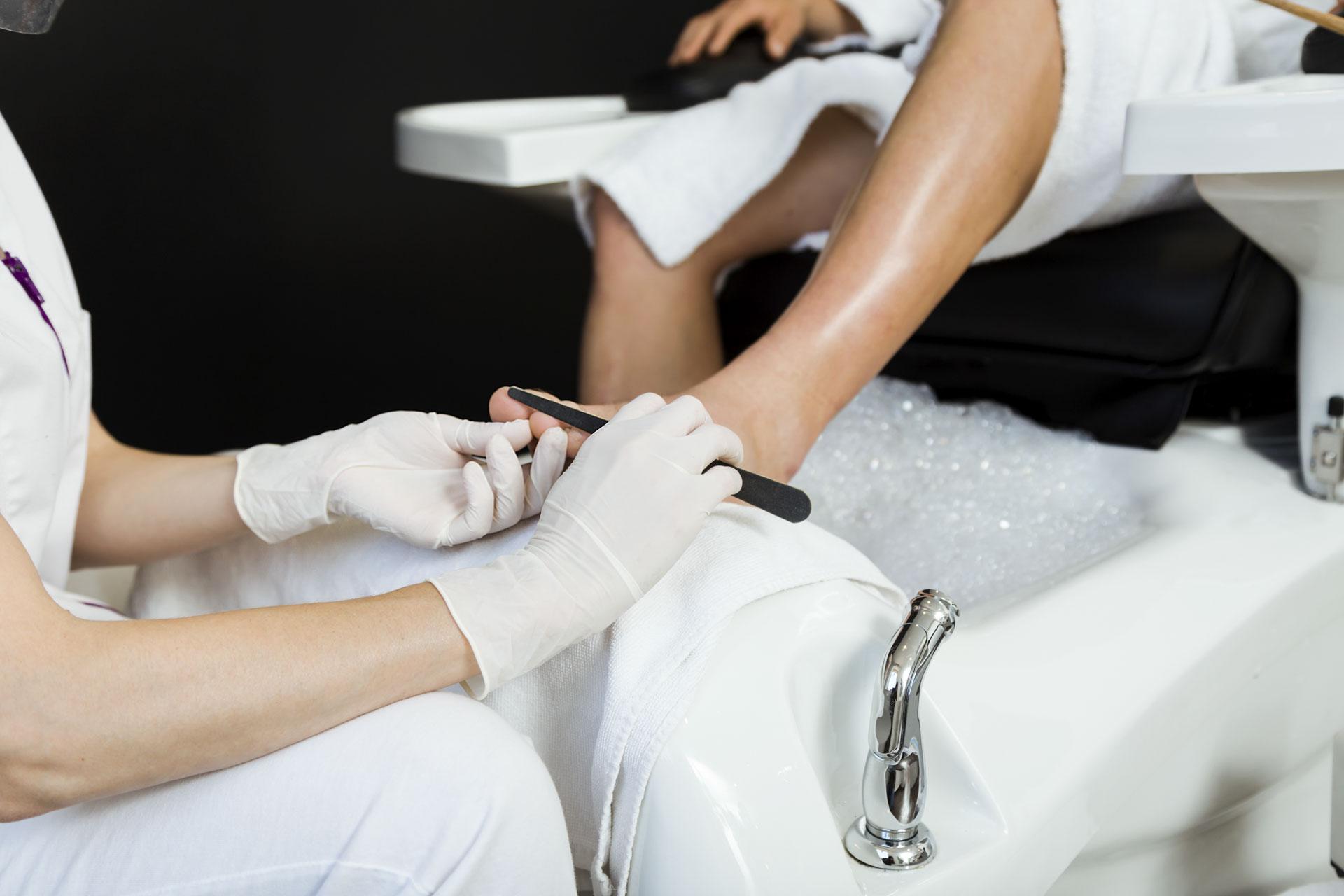 Jak należy obcinać paznokcie u stóp, aby nie wrastały?